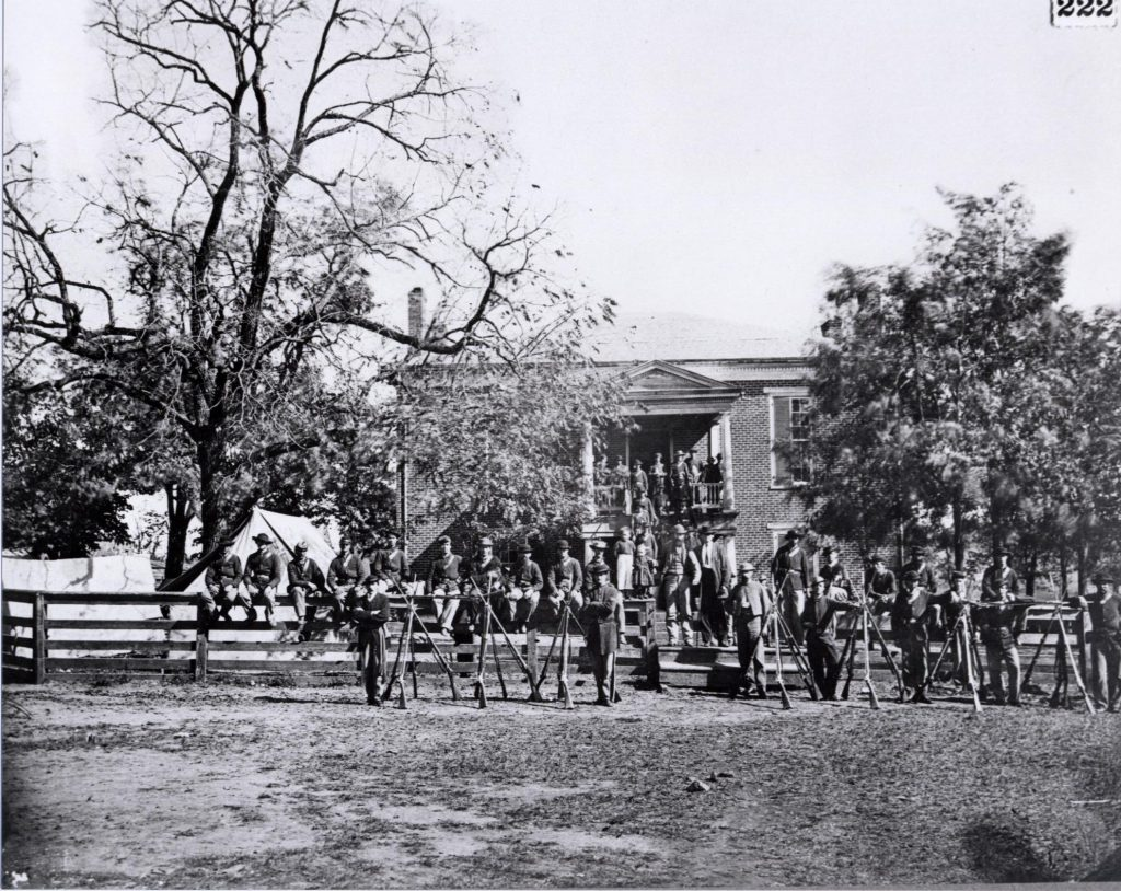 black and white picture of civil war soldiers standing in front of appomattox courthouse