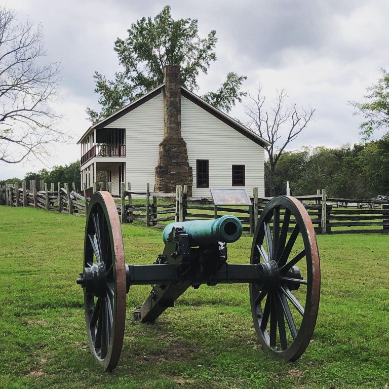 elkhorn tavern and cannon in pea ridge national military park