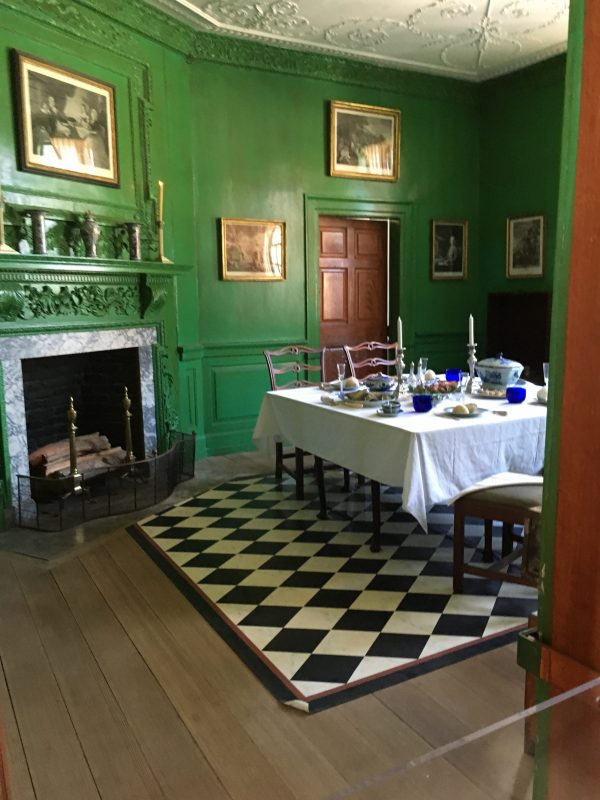 George Washington's dining room with green walls